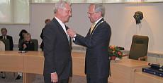 Dolf Beuk Koninklijk onderscheiden tot ridder