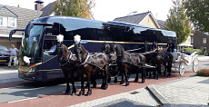 Trouwvervoer, traditionele koetsen en moderne touringcars, Koninklijke Beuk