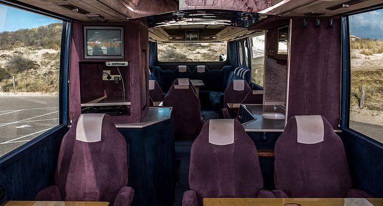 Royal Beuk, VIP transport - VIP d'Elegance, pantry
