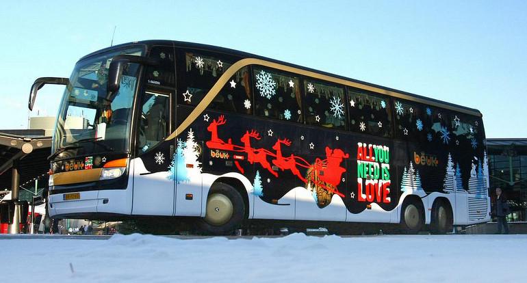 Bestickerde Bus