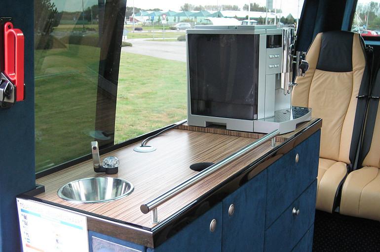 Koninklijke Beuk, VIP vervoer - VIP l'Etoile, pantry