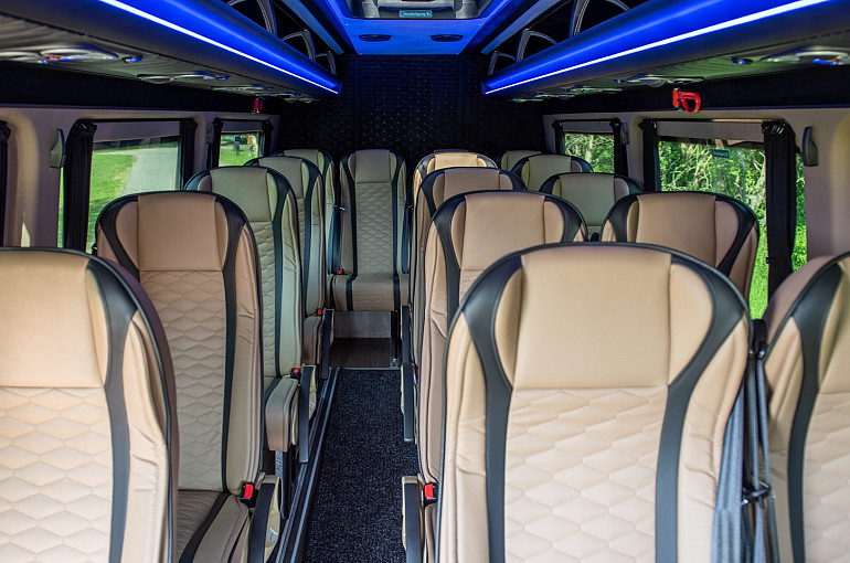 Royal Beuk, Comfort Class transport, mini van, interior