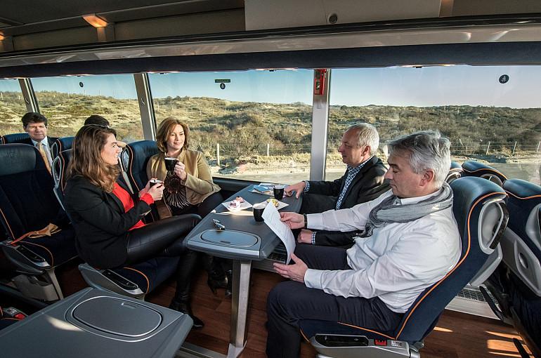 Koninklijke Beuk, Comfort Class vervoer - Stijlvolle standaard in wit en blauw
