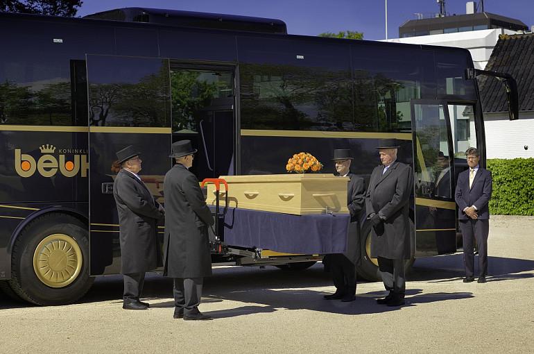 Rouwvervoer, uitvaartbus, uitvaarttouringcar, Koninklijke Beuk Touringcars