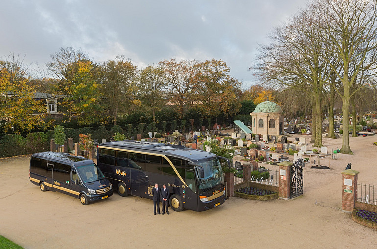 Rouwvervoer, uitvaartbus, Koninklijke Beuk Touringcars