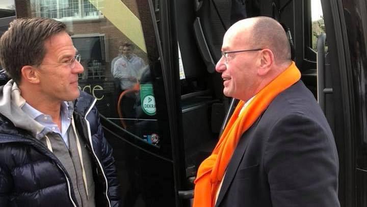 Fred Teeven buschauffeur Beukbus bij VVD Campagne Amstelveen