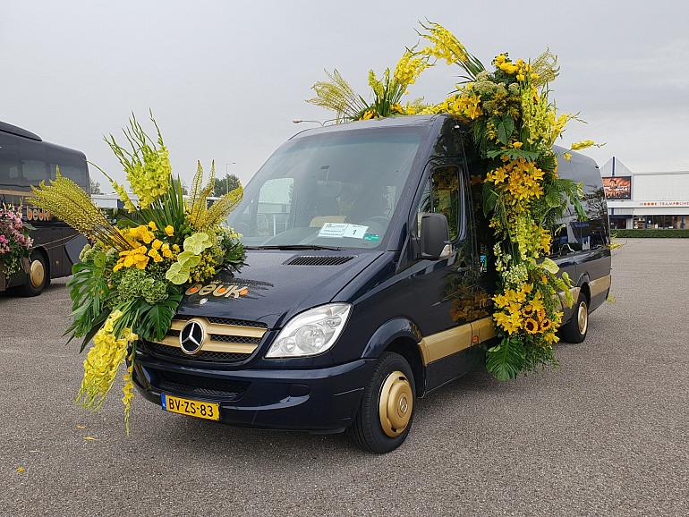 Flower Parade Rijnsburg, Koninklijke Beuk VIP touringcar, regiewagen